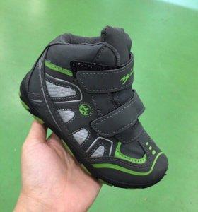 Новые детские кроссовки.размеры 25-28
