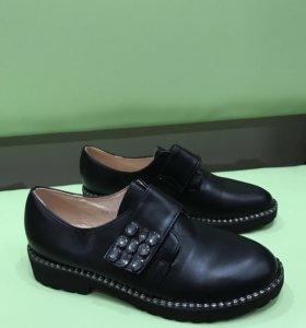 Ботинки с камнями новые 38р.