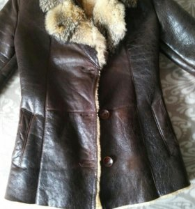 Кожаная куртка, шарф в подарок