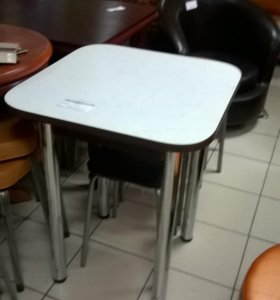 Стол кухонный 60х60 пластик