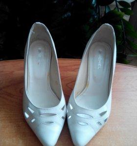 Туфли белые 35