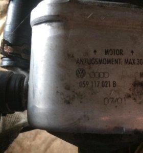 Масленный теплообменник на Ауди а6с5 алроуд