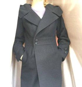 Пальто осеннее чёрное с капюшоном