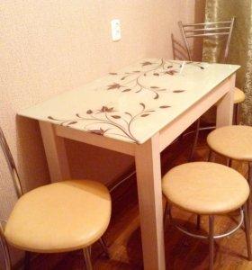 Стеклянный стол со стульями