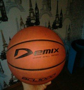 Баскетбольный мячик Demix