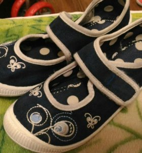 Туфли, кеды для девочки