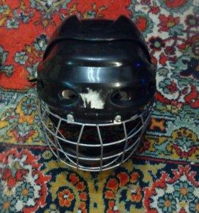Хоккеный шлем