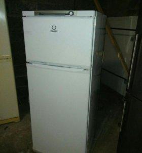 Холодильник б/у Индезит в идеале