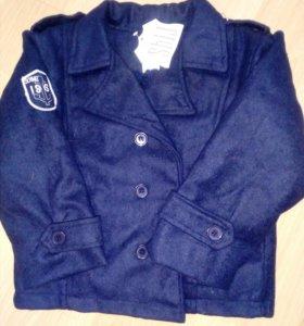 Куртка на флисе на 4-5 лет.