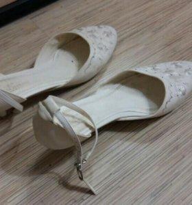 Туфли белые 41размер.