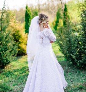 Свадебное кружевное платье.