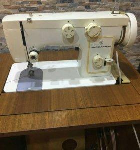Швейная машинка Чайка 142 М с электроприводом