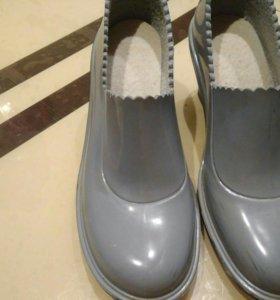 Туфли (ботильоны) резиновые 38 размер