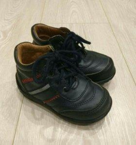 Осенние детские  ботинки р.22