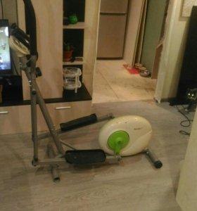 Элептический тренажер housefit Compact E1.0