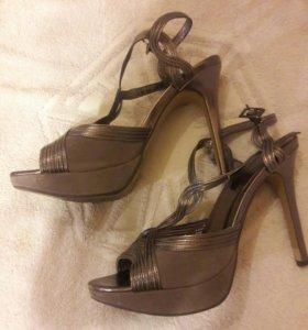Туфли черные, босоножки серые 39 р.