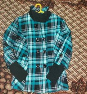 Красивая драповая курточка