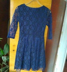 Продам платье с поясом.