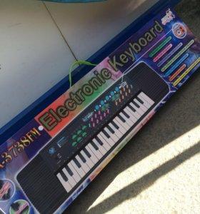 Электронный синтезатор с караоке