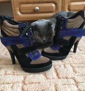 Ботинки.  37 размер