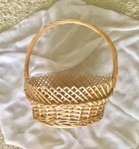 Плетёная корзинка из соломы