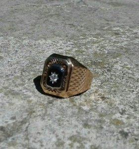 Золотое кольцо 585 пр с бриллиантом 0.18 кар