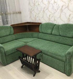 Угловой диван +журнальный стол