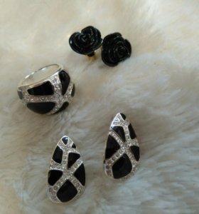 Кольцо и серьги-пусеты (2 пары)