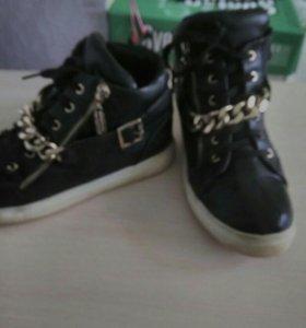 Весенние ботинки 39р состояние хорошее