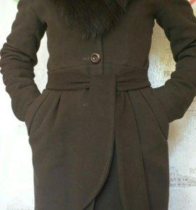 Зимнее пальто с воротником из меха песца