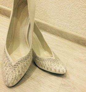Туфли, белые