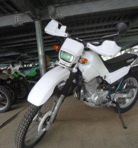 Мотоцикл ямаха Serow 225.