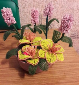 Композиция цветов из бисера