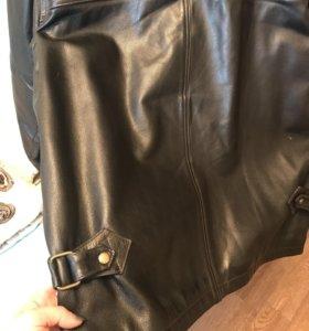 Мужская кожаная куртка в хорошем состоянии