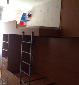 Двухъярусная кровать с полочками и шкафами
