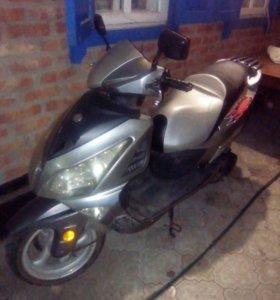 Продаётся скутер 2012 года