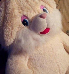 Большая мягкая игрушка - заяц.