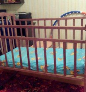 Детская кроватка+матрас. Все в хорошем состоянии.