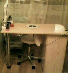 Маникюрный стол со встроенной вытяжкой