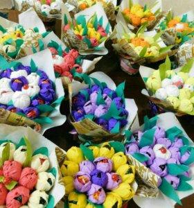 Оформление бутылок для праздников,цветы из конфет!