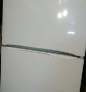 Широкий холодильник.ИНДЕЗИТ