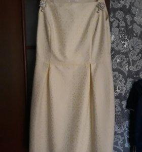 Платье на бретелях