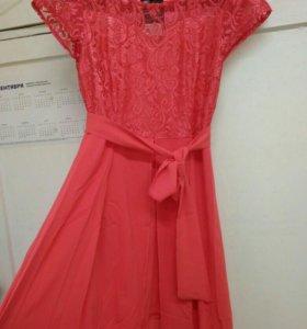 Платье кораллового цвета