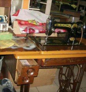 Раритетная швейная машинка.