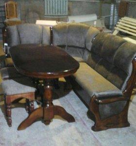 Стол, уголок и табуретки.