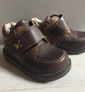 Обувь на малыша 21-22 р.