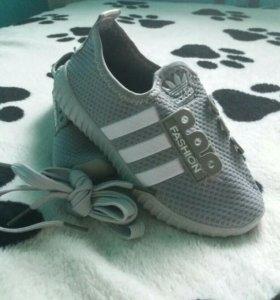 Новые!!!Детские кросовки.