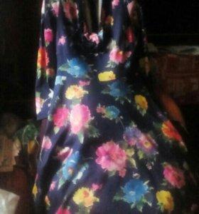 Платье нарядное,на синем фоне розовые и красные цв