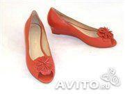 Новые кожаные туфли кораллоые