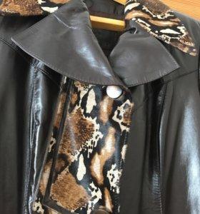 Натуральный кожаный плащ-пальто.